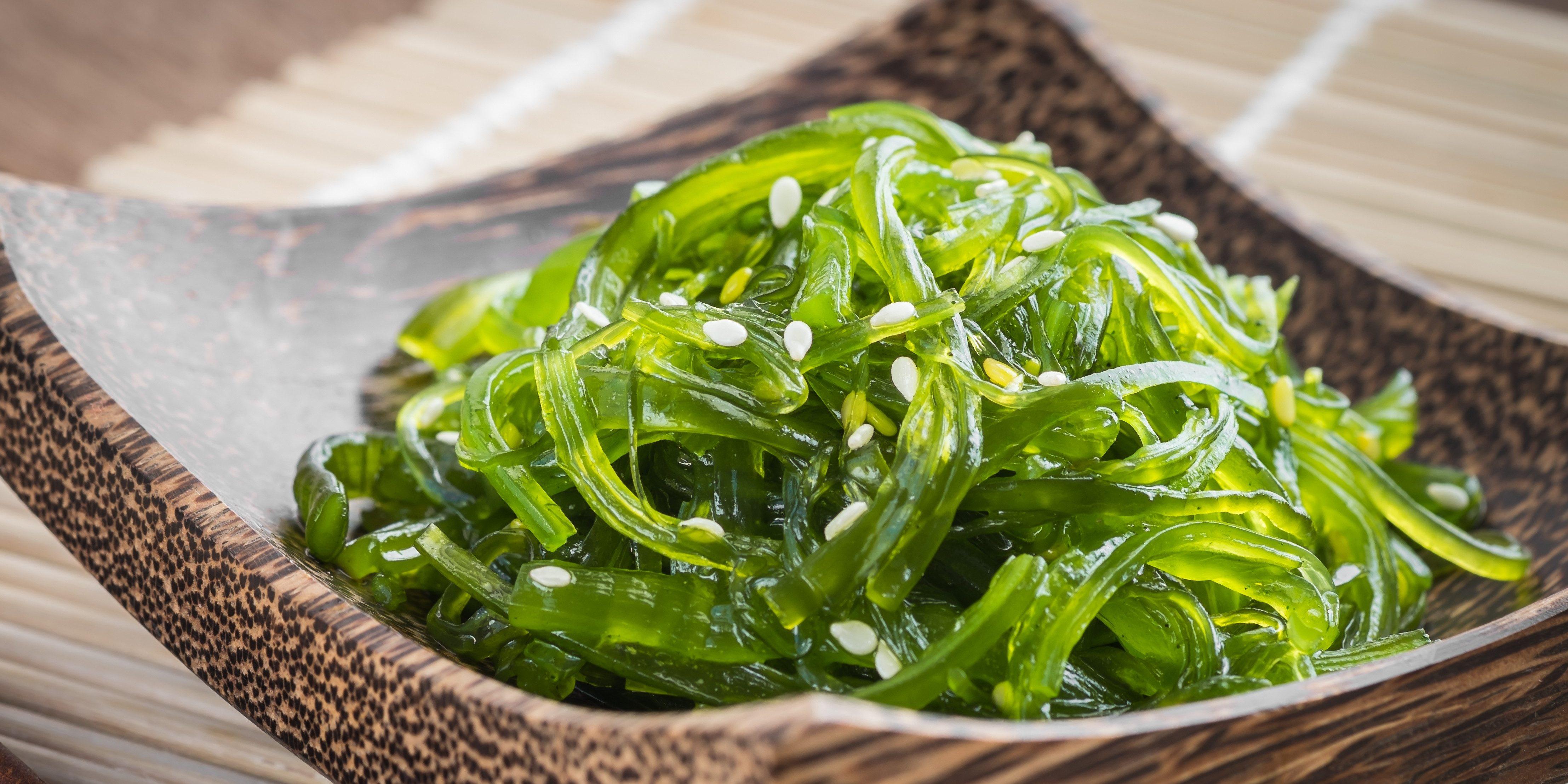 seaweed-salad-on-wooden-plate-japanese-cuisine