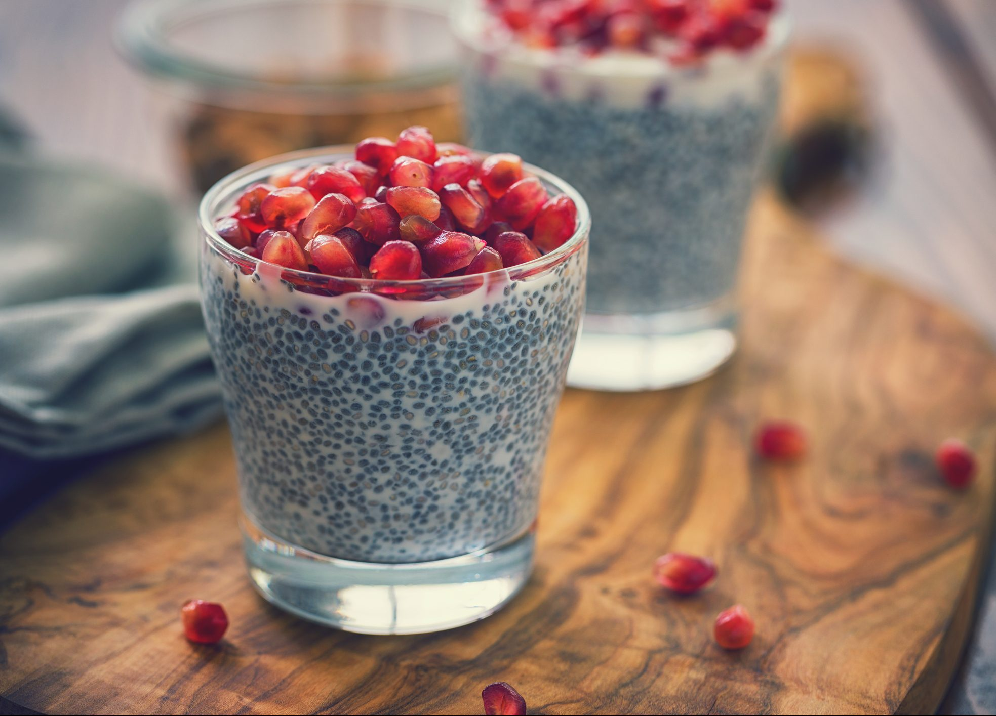 FUNIBER-chia-seed-pudding-with-fresh-pomegranates